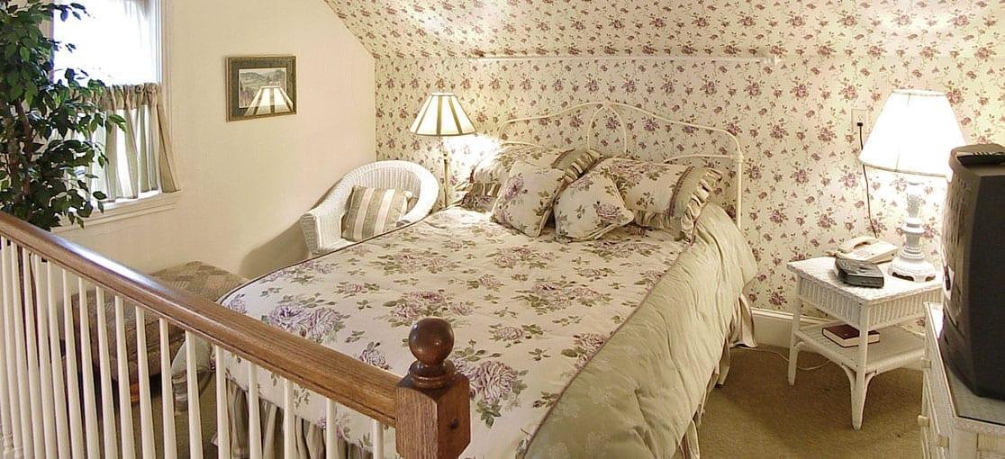 Brinton Bed