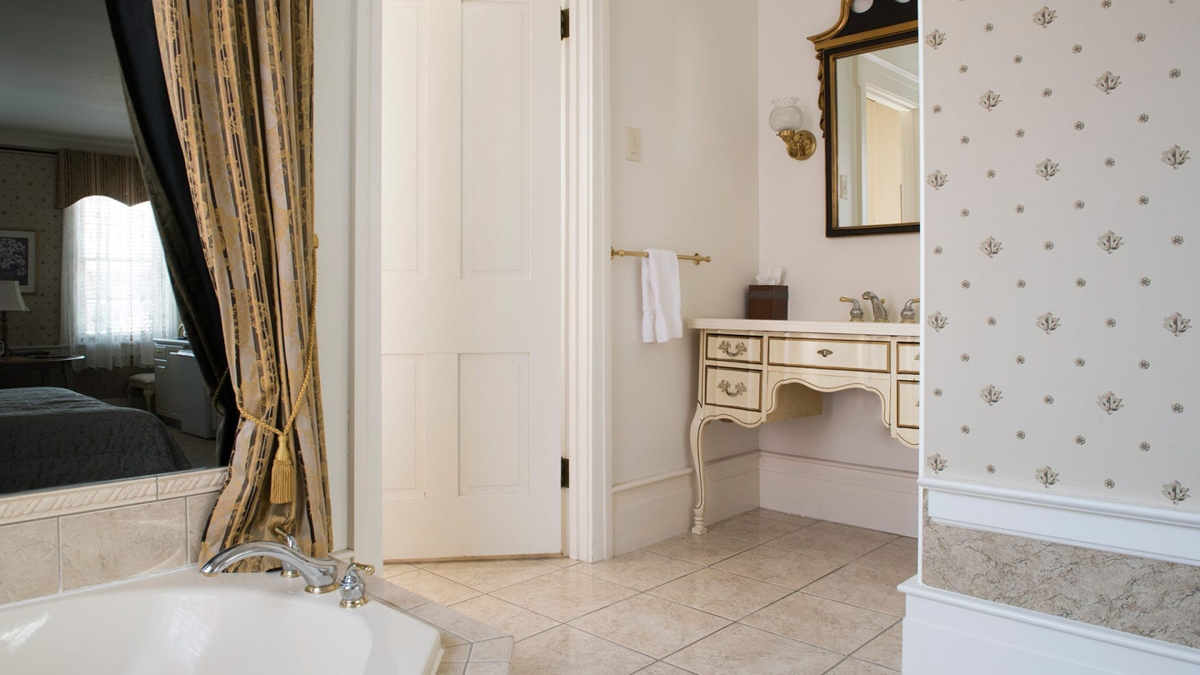 Keener Suite Bath