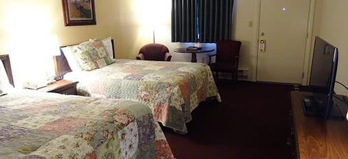 Queen Bed at Family Inn