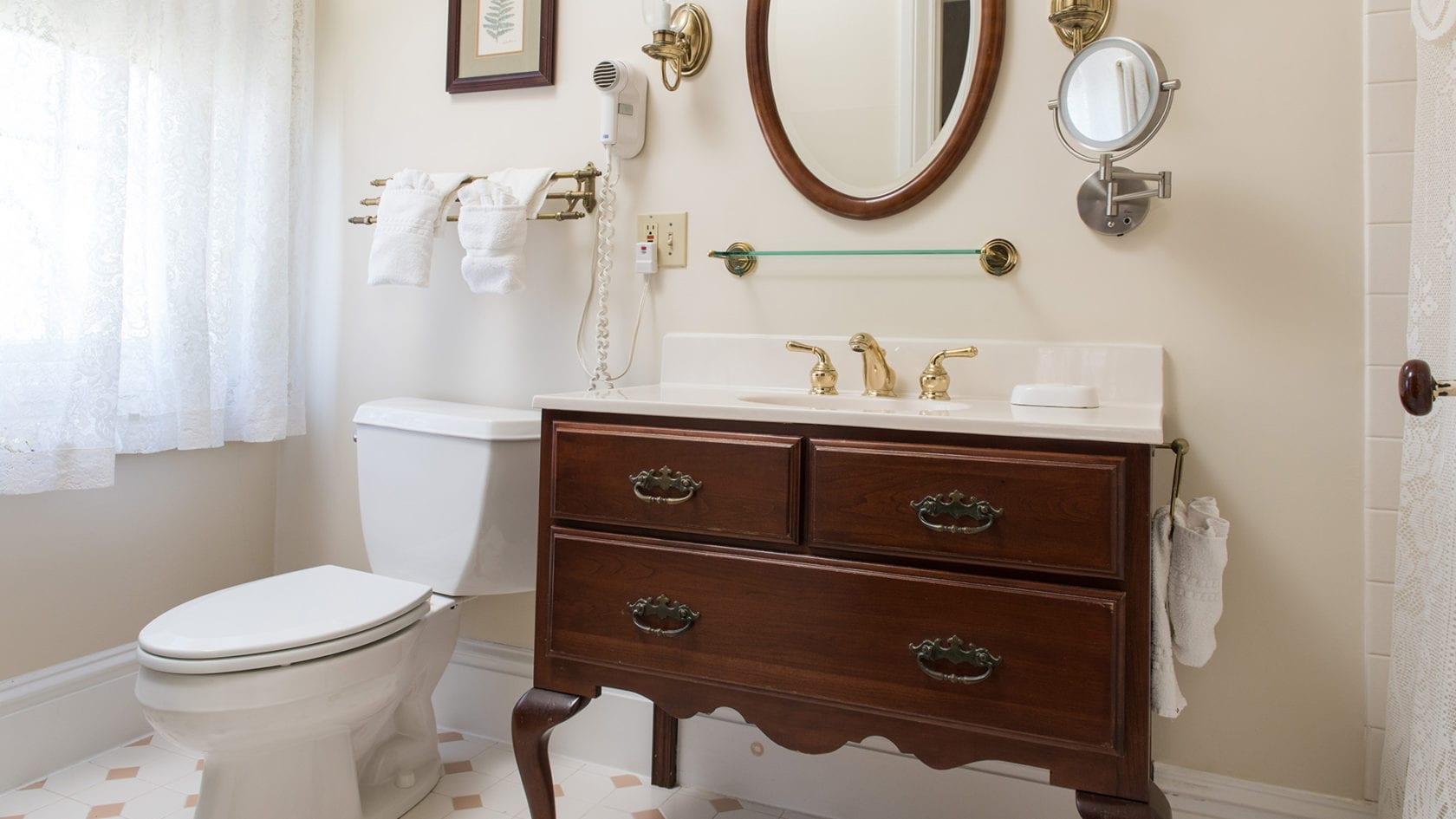 Rhoads Suite Bathroom